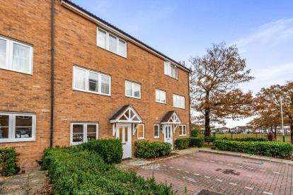 4 Bedrooms Terraced House for sale in Romford, Havering, Essex