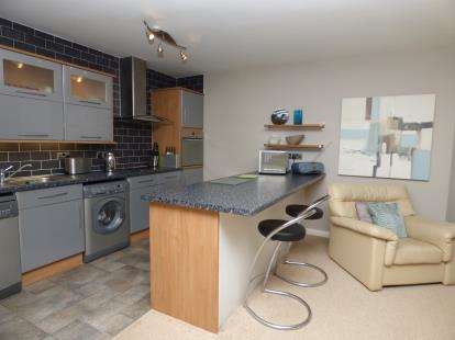 2 Bedrooms Flat for sale in First Avenue, Westcliff-On-Sea, Essex