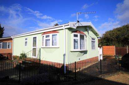 2 Bedrooms Mobile Home for sale in Pilley Hill, Pilley, Hampshire
