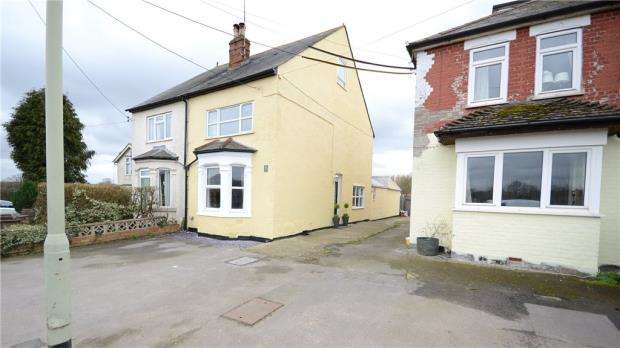 4 Bedrooms Semi Detached House for sale in Arborfield Road, Shinfield, Reading