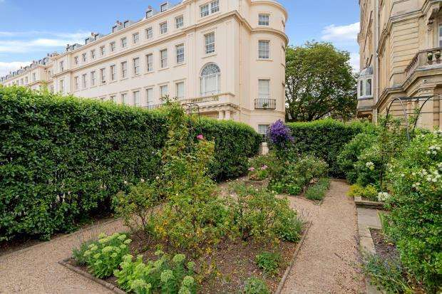 4 Bedrooms Flat for sale in Cambridge Terrace, London, NW1