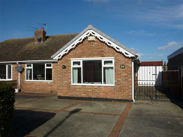 2 Bedrooms Semi Detached Bungalow for sale in ST JOHNS ROAD, HUMBERSTON, GRIMSBY