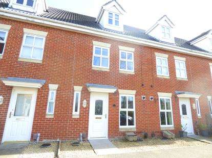 3 Bedrooms Terraced House for sale in Priddys Hard, Gosport, Hampshire