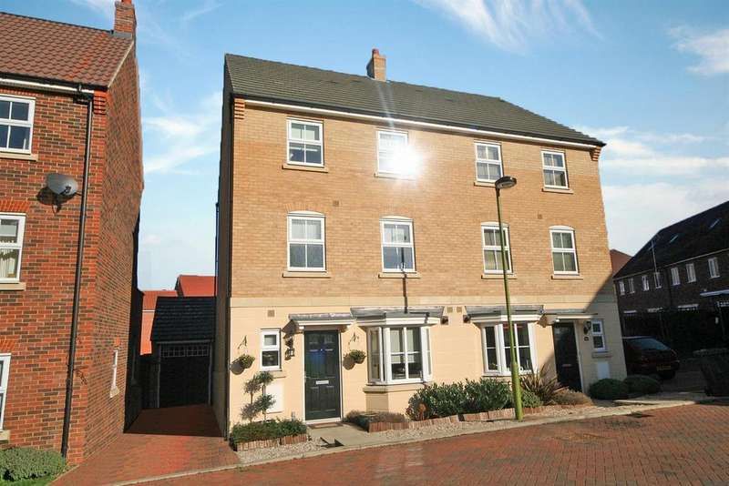 4 Bedrooms Semi Detached House for sale in Lady Margaret Gardens, Ware