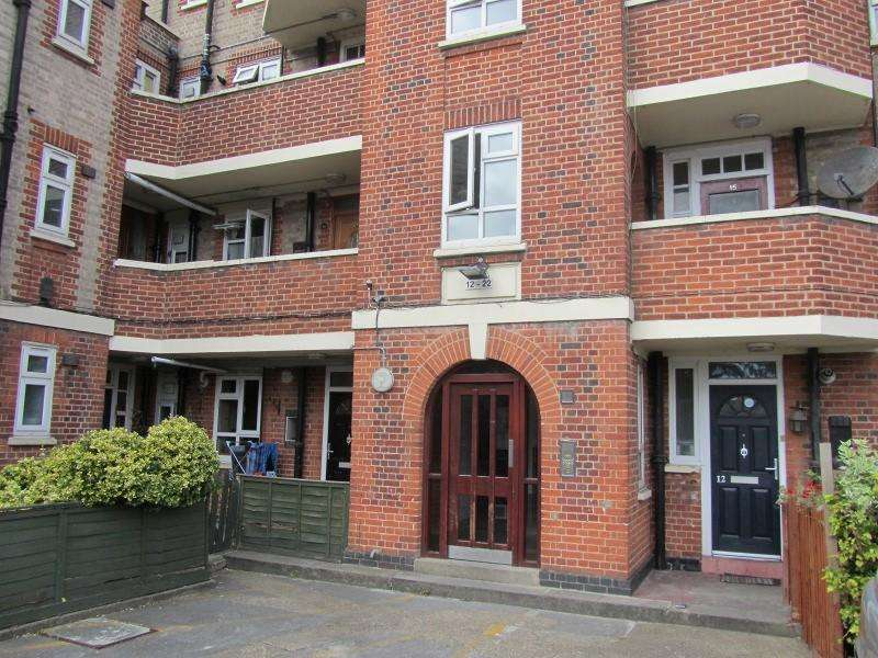 3 Bedrooms Flat for sale in Malden Way, New Malden, Surrey. KT3 6EU