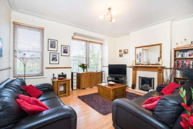 2 Bedrooms Flat for sale in Parolles Road, Whitehall Park, London, N19