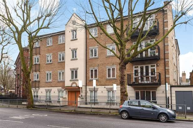 2 Bedrooms Flat for sale in St. Andrews House, 381 Southwark Park Road, London