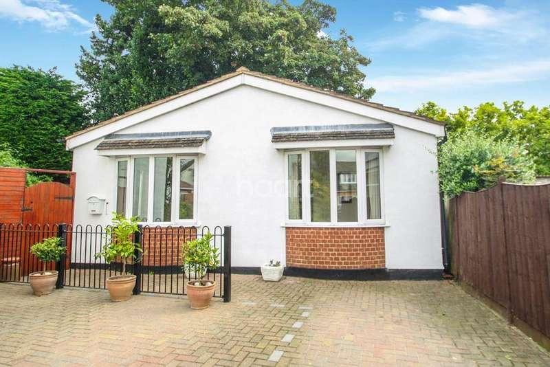 2 Bedrooms Bungalow for sale in Britannia Gardens