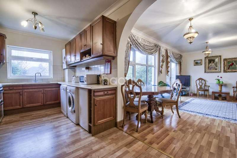 4 Bedrooms Bungalow for sale in Northolt