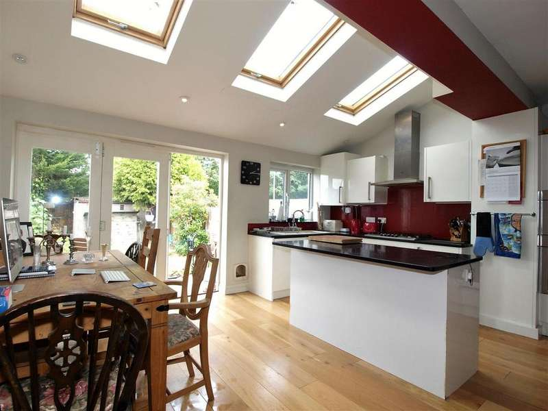 3 Bedrooms Terraced House for sale in Queen Anne Avenue, Bromley