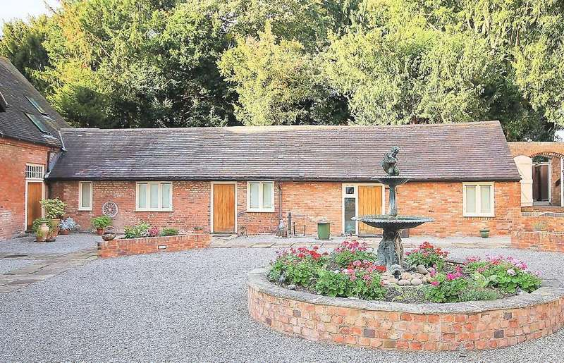 1 Bedroom Barn Conversion Character Property for sale in The Stables, Blackwood Road, Dosthill B77 1LJ
