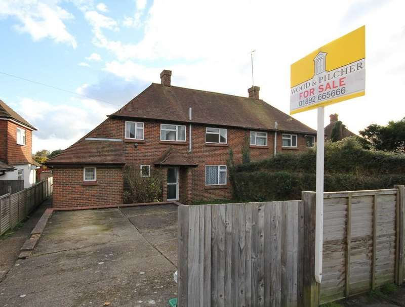 3 Bedrooms Semi Detached House for sale in Alderbrook Close, Crowborough