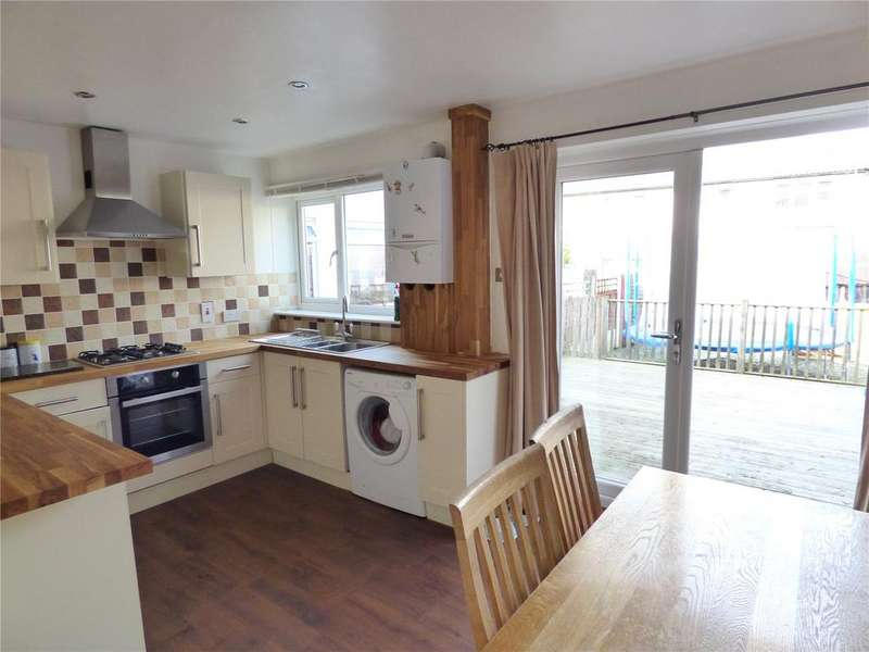 3 Bedrooms Terraced House for sale in Green Court, Scholes, Cleckheaton, West Yorkshire, BD19