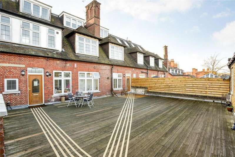 3 Bedrooms Flat for sale in Birchwood Court, 109A Queens Road, Weybridge, Surrey, KT13
