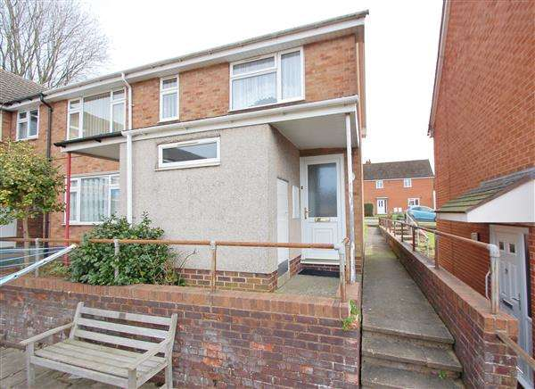 2 Bedrooms Flat for sale in LEAZE COURT, LYDNEY