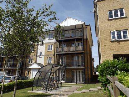 2 Bedrooms Flat for sale in Clarendon Way, Colchester, Essex