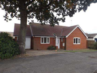 2 Bedrooms Bungalow for sale in Tiptree, Colchester, Essex