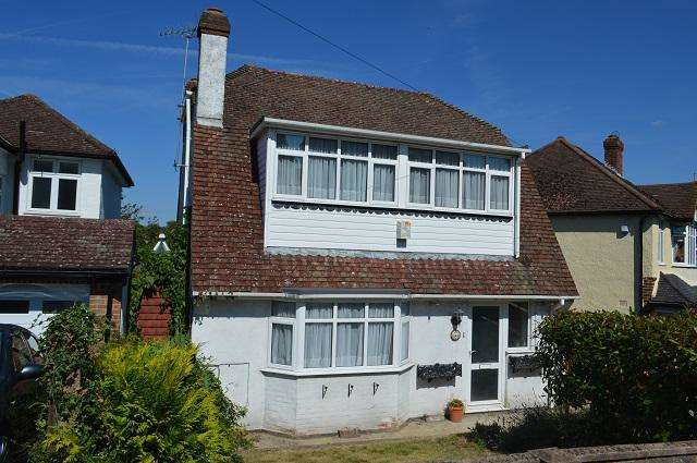 3 Bedrooms Detached House for sale in Cleave Avenue, Farnborough, Orpington, Kent, BR6 7HB