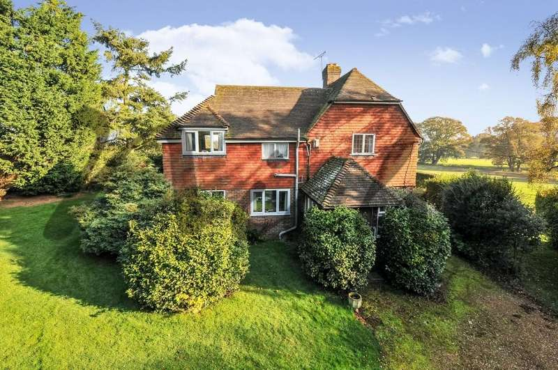 4 Bedrooms Detached House for sale in Wittersham Road, Peasmarsh, East Sussex TN31 6TD