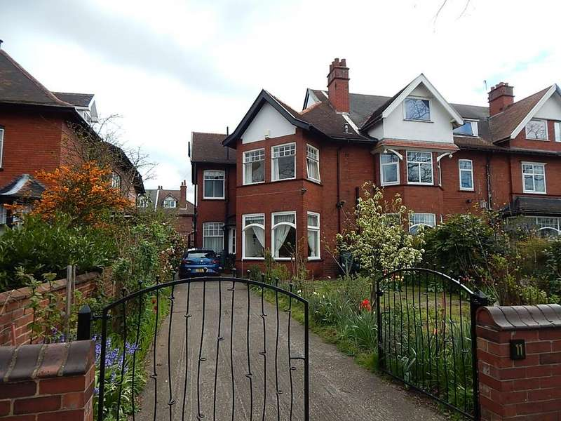 7 Bedrooms Town House for sale in Town Moor Avenue