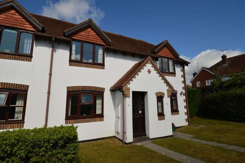 2 Bedrooms Flat for sale in Grenehurst Way, Petersfield, GU31