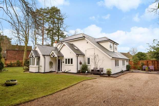 5 Bedrooms Detached House for sale in Ellis Road, CROWTHORNE, Berkshire