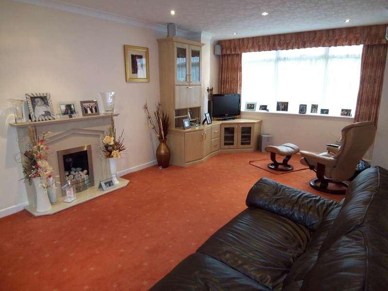 4 Bedrooms Detached House for sale in Kibworth Close, Whitefield, M45