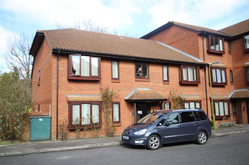 2 Bedrooms Retirement Property for sale in Meadowcroft, Bushey, WD23