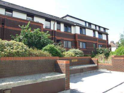 1 Bedroom Retirement Property for sale in Gordon Place, Southend-On-Sea, Essex