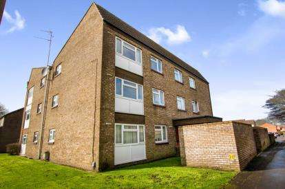 1 Bedroom Flat for sale in Willow Close, Patchway, Bristol, Gloucestershire