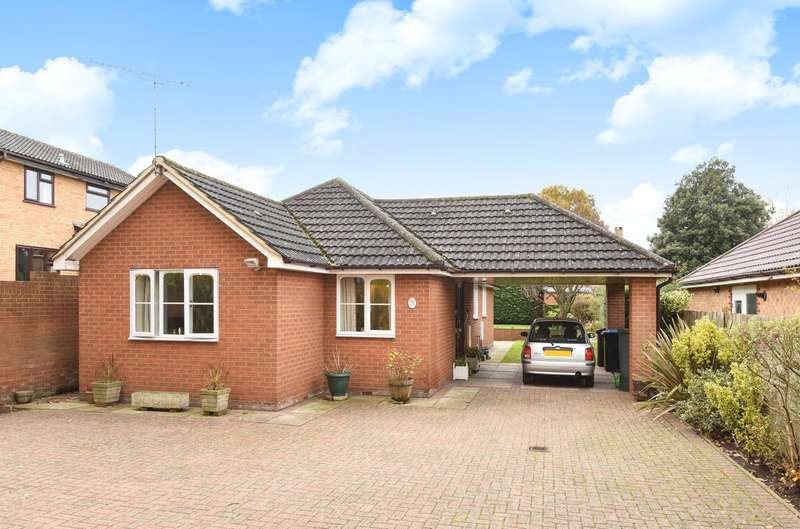 3 Bedrooms Detached Bungalow for sale in Chertsey