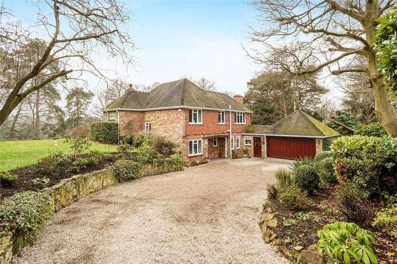 4 Bedrooms Detached House for sale in Highlands Close, Farnham, Surrey, GU9