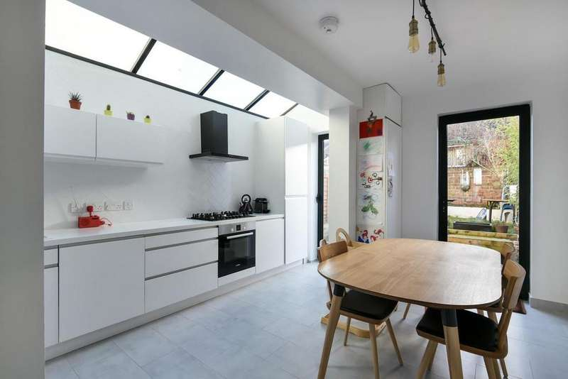 4 Bedrooms Terraced House for sale in Stillness Road, Forest Hill, SE23
