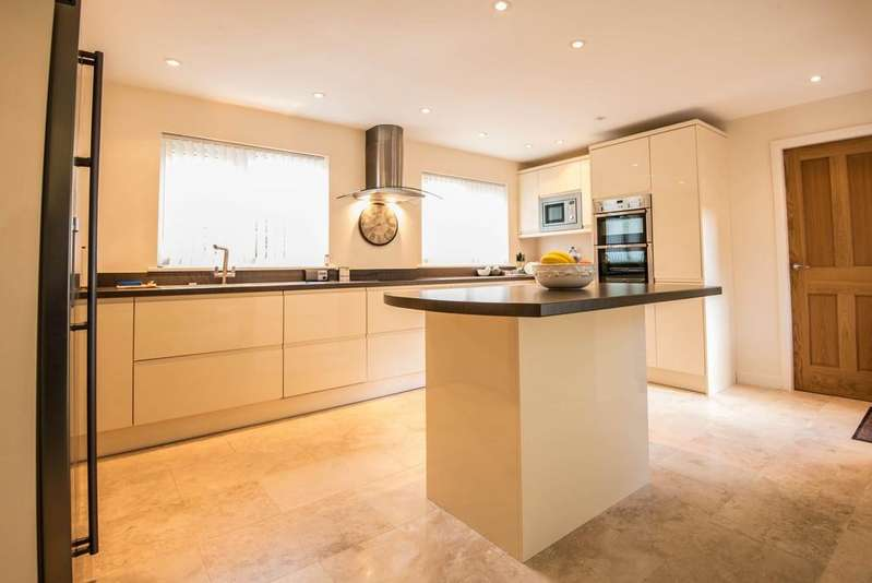7 Bedrooms Detached House for sale in Flash Lane, Rufford
