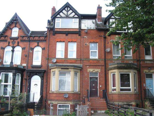 4 Bedrooms Terraced House for sale in Roundhay Road LS8