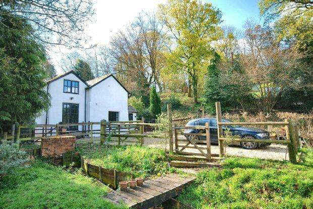 3 Bedrooms Detached House for sale in Hyde