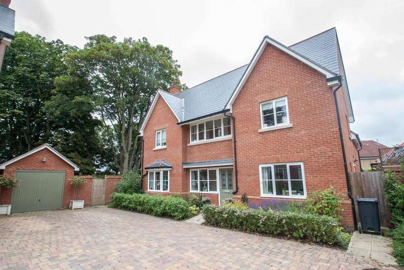 5 Bedrooms Detached House for sale in Woolaton Mews, Brentwood, Essex, CM14