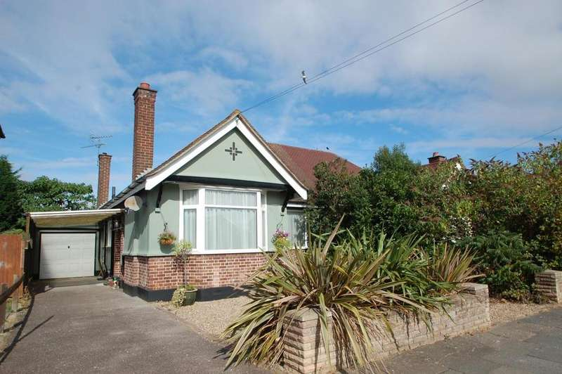 2 Bedrooms Semi Detached Bungalow for sale in Pentland Avenue, Chelmsford, Essex, CM1