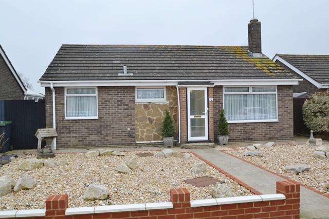 2 Bedrooms Detached Bungalow for sale in Chilgrove Close, Goring by Sea, West Sussex, BN12 6NG