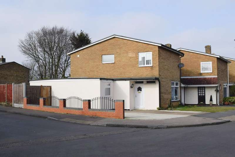 4 Bedrooms Detached House for sale in Little Brays, Harlow, Essex, CM18 6EP