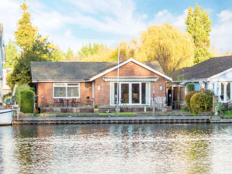 4 Bedrooms Detached Bungalow for sale in The Island, Wraysbury, TW19