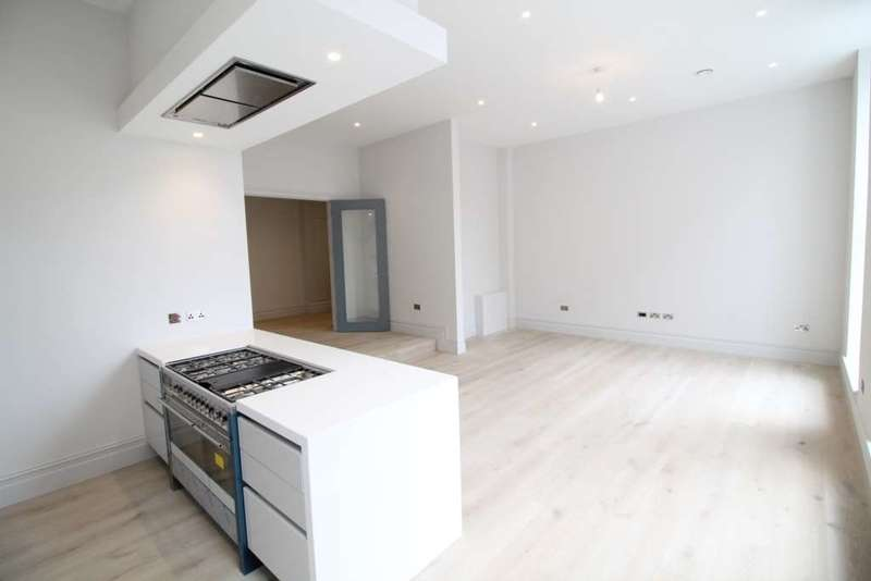 3 Bedrooms Apartment Flat for sale in Magistrates House, Brentford