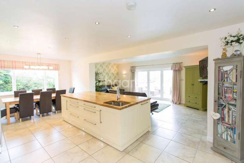 4 Bedrooms Bungalow for sale in Double Bridge Road
