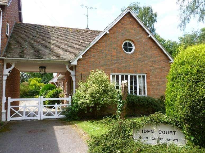 2 Bedrooms Semi Detached Bungalow for sale in Iden Court Mews, Frittenden Road, Staplehurst, Kent TN12 0DH