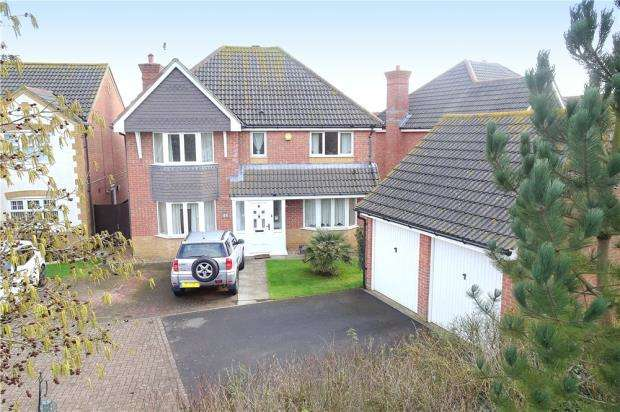4 Bedrooms Detached House for sale in Linnet Close, Littlehampton, West Sussex, BN17