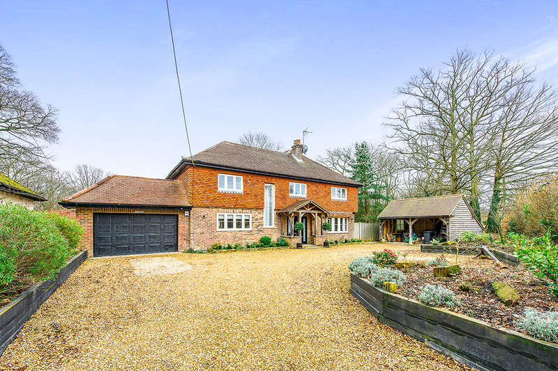 5 Bedrooms Detached House for sale in Straight Half Mile, Maresfield, Uckfield, TN22