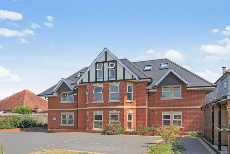 2 Bedrooms Flat for sale in Castle Lane West