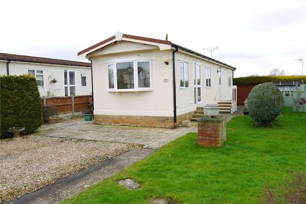 2 Bedrooms Park Home Mobile Home for sale in Gracelands, Farndon Road, Market Harborough, Leicestershire