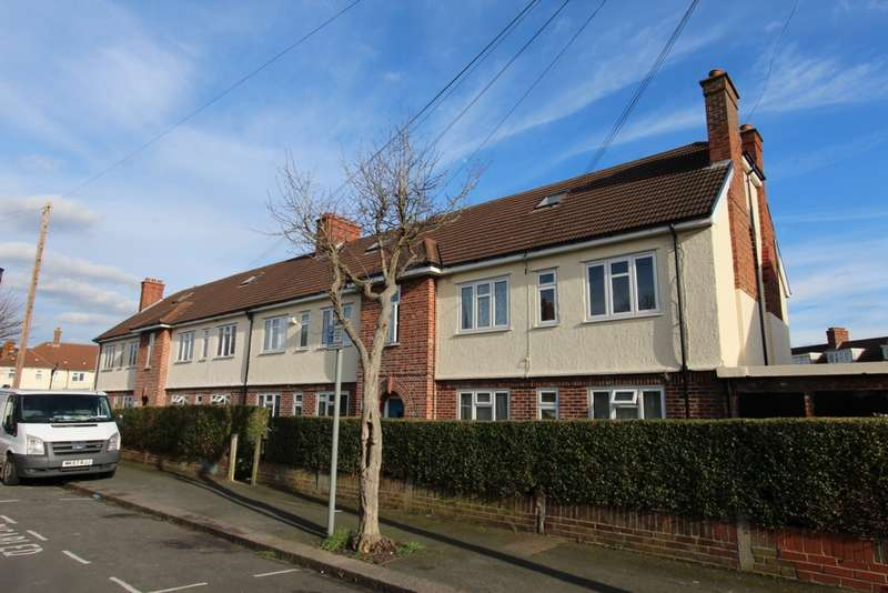 3 Bedrooms Flat for sale in Rees Gardens, Addiscombe, CR0
