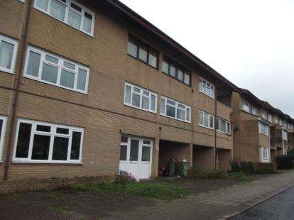 2 Bedrooms Flat for sale in Ramsons Avenue, Conniburrow, Milton Keynes
